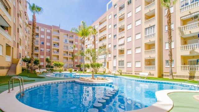 Comfortable apartment in a beautiful complex with a swimming pool - 1